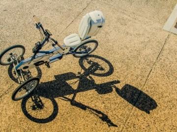 PLAY: Το πρώτο τρίτροχο ηλεκτρικό ποδήλατο κυκλοφορεί στους δρόμους της Θεσσαλονίκης |ka-business.gr